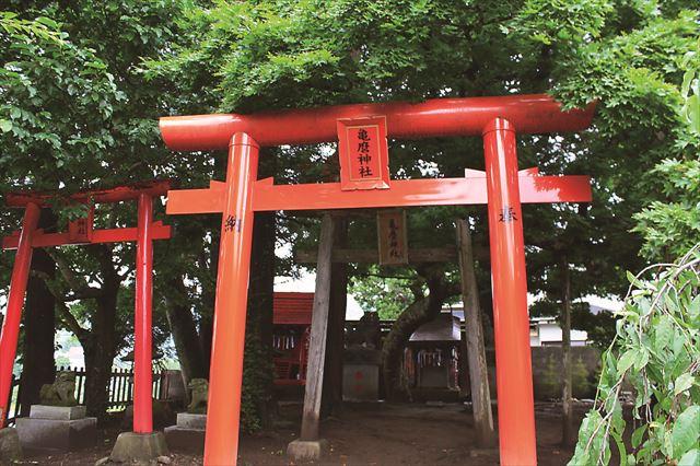 座敷わらしで有名な亀麿神社です。